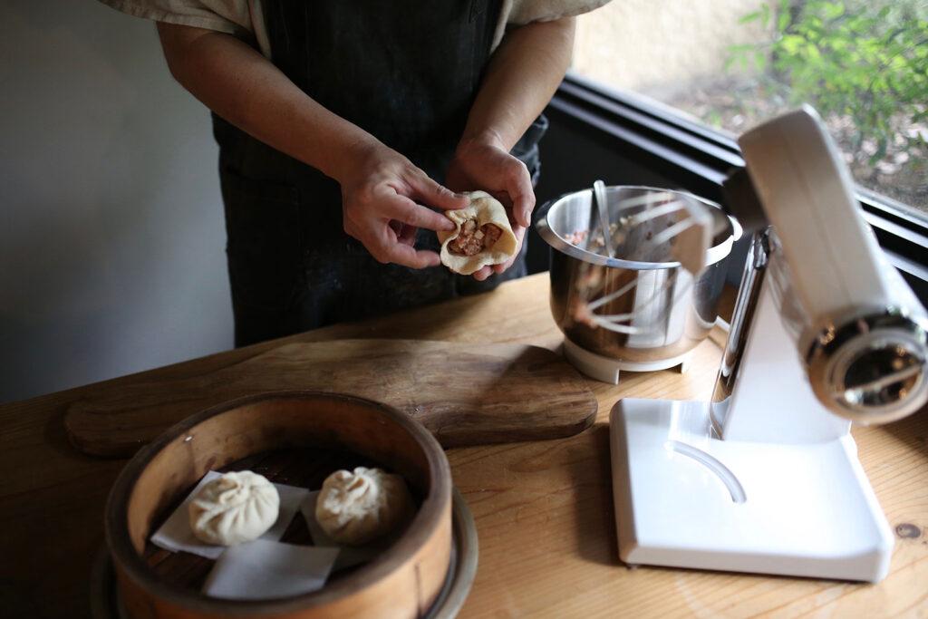 ボッシュ コンパクトキッチンマシンで作る肉まん(餡を皮で包む)